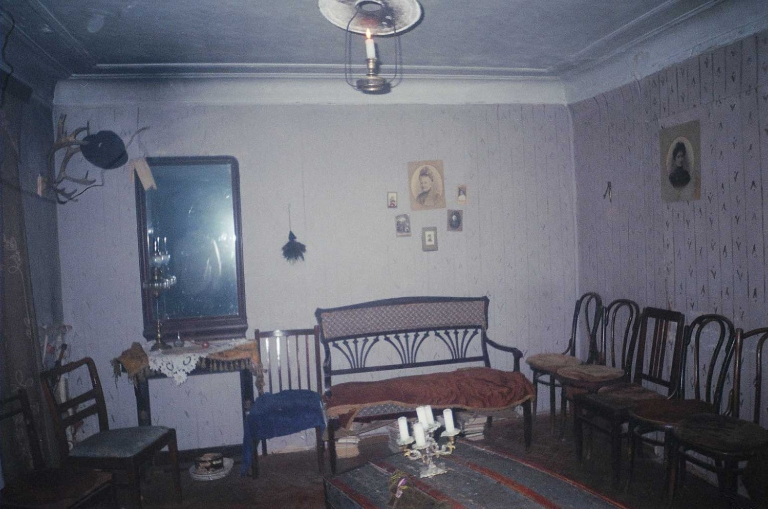 The set of In the House of a Ridiculous Man