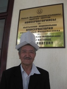 Nazarkyl Seydrakmanov in front of the Bishkek Conservatory, where he trains future manaschis