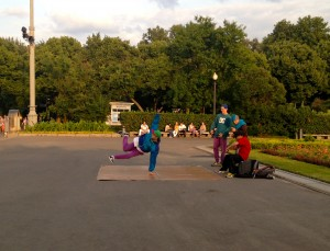 Russian street dancers in Парк Горького.