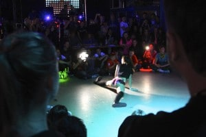 A competitor shows an advanced level of finesse as she shakes while doing the splits