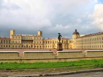 Gatchina from road